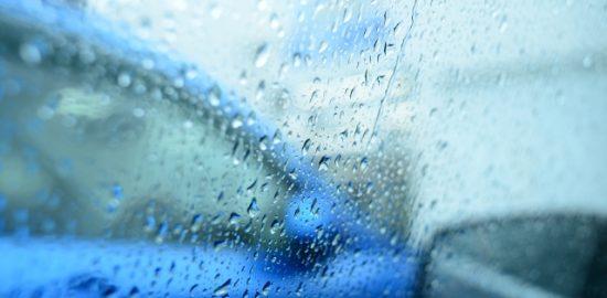 株式会社ジャストライト浪岡智がお送りする雨の日の運転のイメージ画像