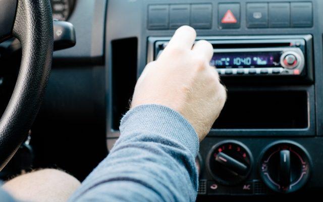 株式会社ジャストライト浪岡智がお送りする。車内音楽についてのイメージ画像