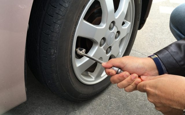 株式会社ジャストライト浪岡智がお教えするタイヤの空気圧チェックのイメージ画像